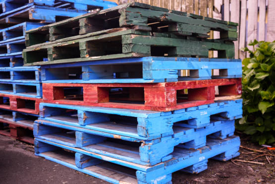 Signs It's Time to Repair Your Wooden Pallets